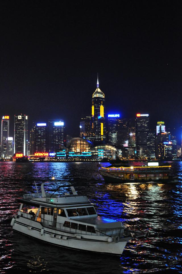 В Гонконге ночью